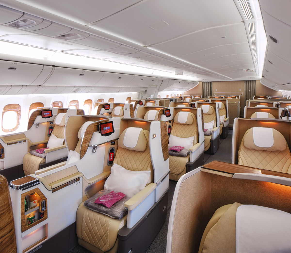 Neue Emirates Boeing 777-200LR Business Class
