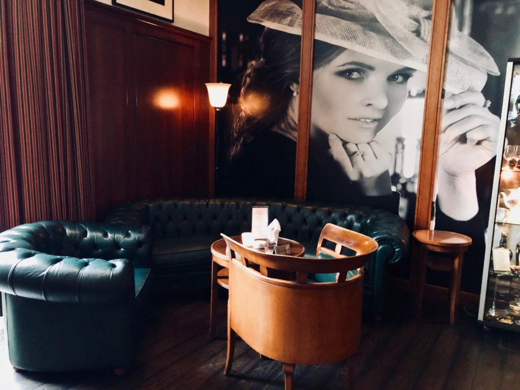Lindner Hotel Main Plaza Harrys New York Bar