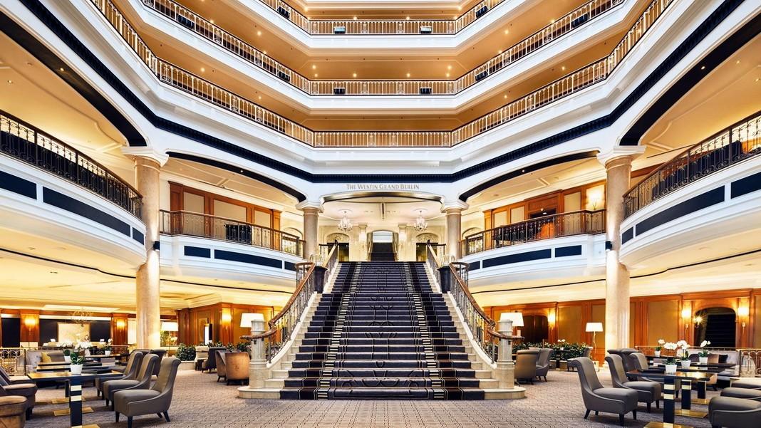 Hotels mit Leinwand Karriere