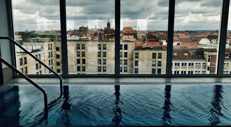 Sheraton Carlton Nürnberg Frühstück Pool